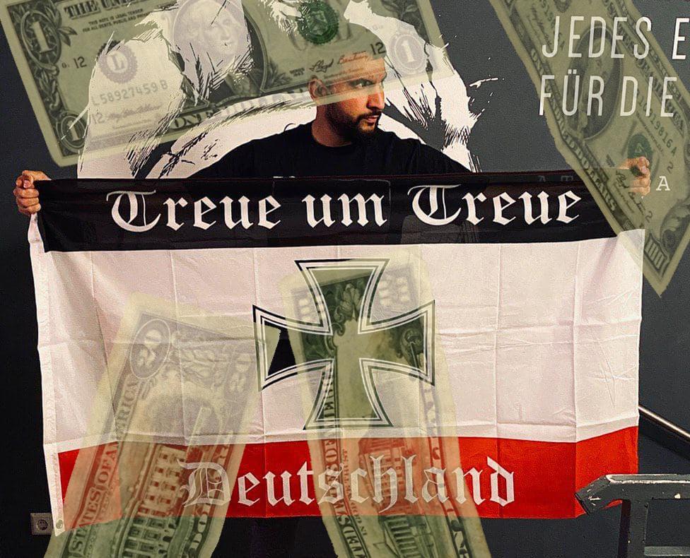 Ehrlicher Finder: Atilla Hildmann (39) und seine Reichsflagge